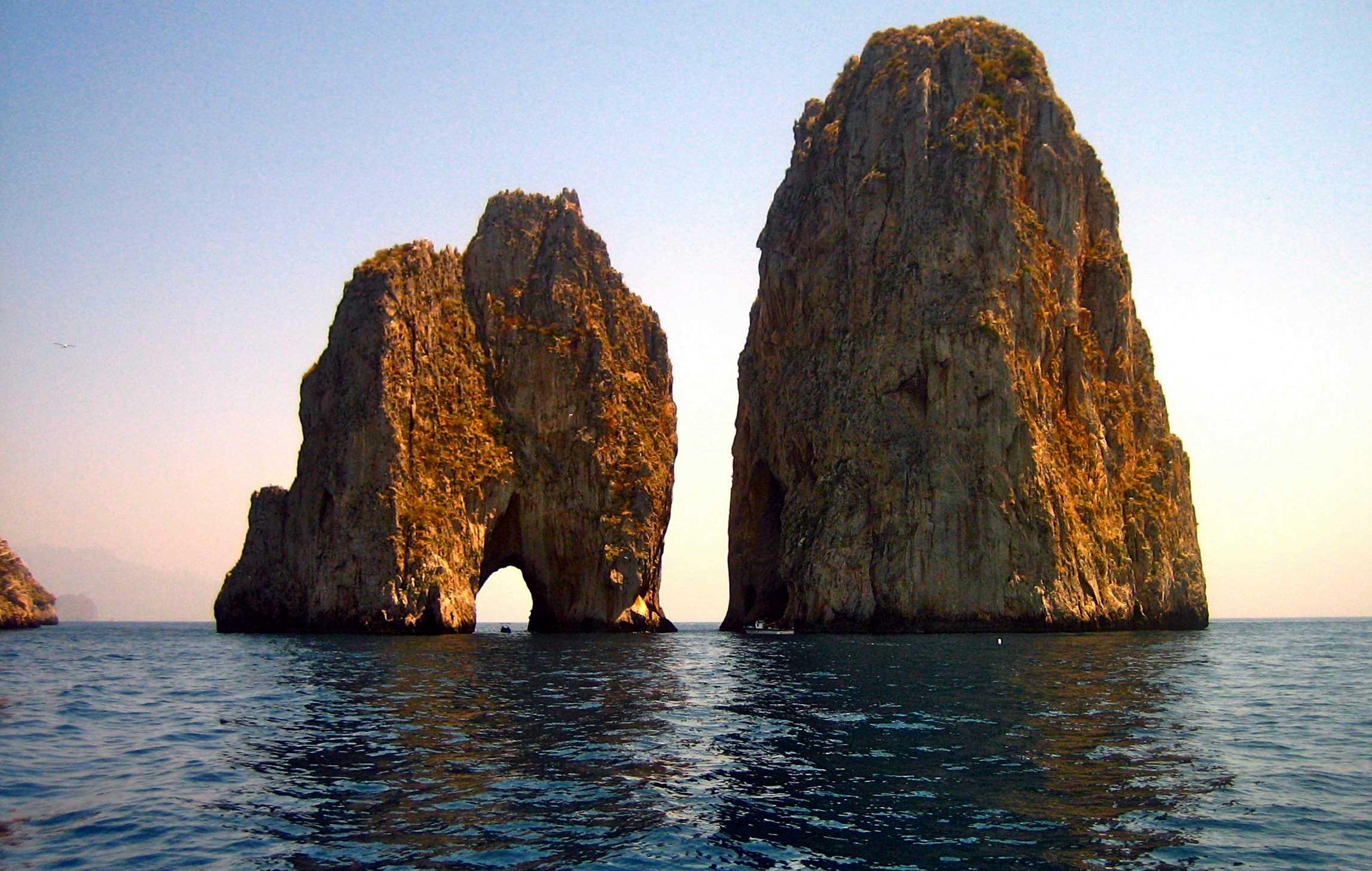 Crociera-in-Costiera-Amalfitana-Faraglioni